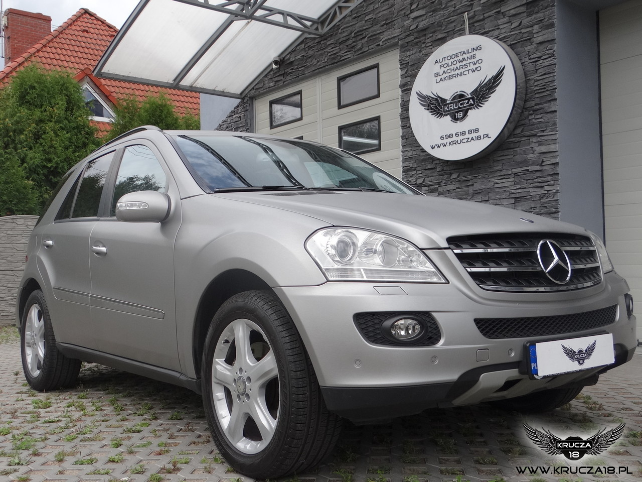 Mercedes ML -Brushed Metal / Arlon