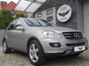 Mercedes ML -Brushed Metal / Arlon