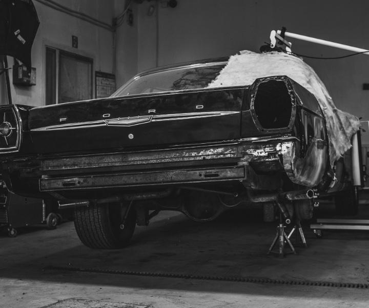 Renowacja karoserii Forda Mustanga na Krucza 18 w Osielsku obok Bydgoszczy.